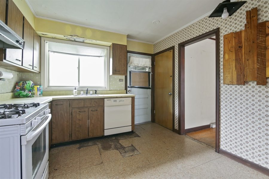 Real Estate Photography - 1042 Whitfield Road, Northbrook, IL, 60062 - Kitchen