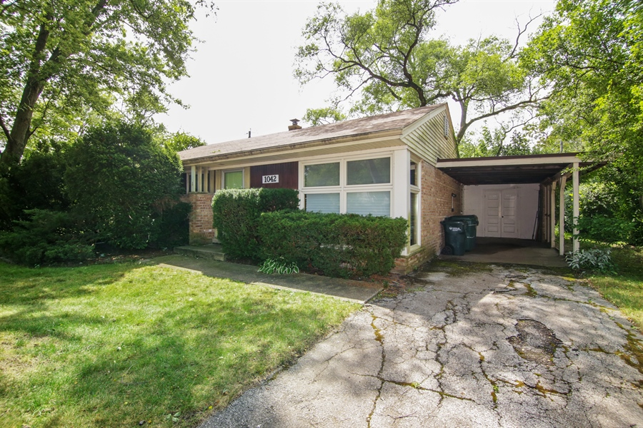 Real Estate Photography - 1042 Whitfield Road, Northbrook, IL, 60062 - Front View