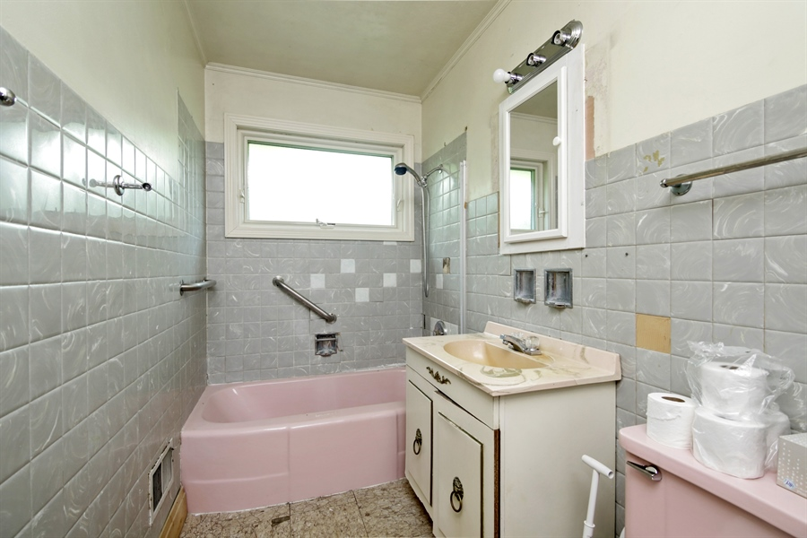 Real Estate Photography - 1042 Whitfield Road, Northbrook, IL, 60062 - Bathroom