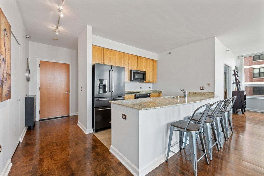 Real Estate Photography - 421 W. Huron Street, Unit 1001, Chicago, IL, 60654 - Kitchen