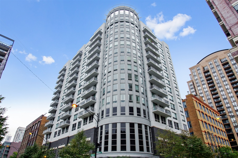 Real Estate Photography - 421 W. Huron Street, Unit 1001, Chicago, IL, 60654 - Front View
