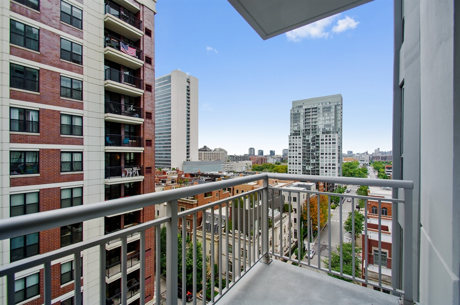 Real Estate Photography - 421 W. Huron Street, Unit 1001, Chicago, IL, 60654 - 2nd Balcony