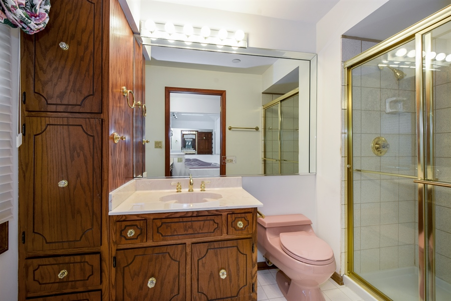 Real Estate Photography - 4721 WOODLAND Court, Rolling Meadows, IL, 60008 - Master Bathroom