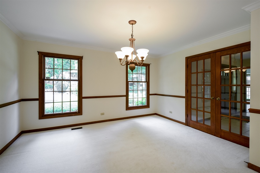Real Estate Photography - 4721 WOODLAND Court, Rolling Meadows, IL, 60008 - Dining Room