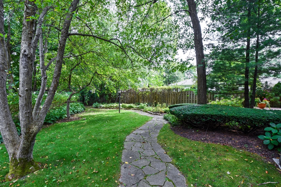 Real Estate Photography - 4721 WOODLAND Court, Rolling Meadows, IL, 60008 - Side Yard