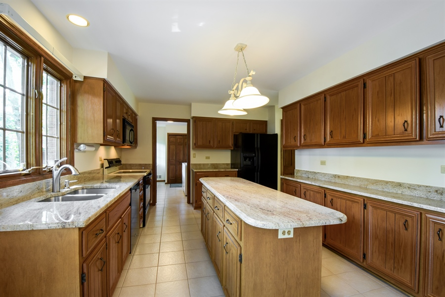Real Estate Photography - 4721 WOODLAND Court, Rolling Meadows, IL, 60008 - Kitchen