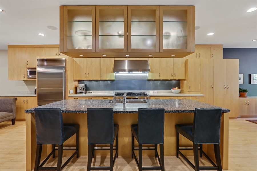 Real Estate Photography - 2757 N. Kenmore Avenue, Chicago, IL, 60614 - Kitchen