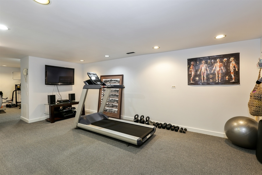 Real Estate Photography - 2757 N. Kenmore Avenue, Chicago, IL, 60614 - Exercise Room