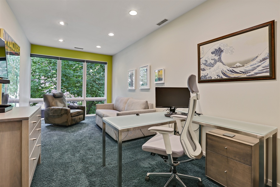 Real Estate Photography - 2757 N. Kenmore Avenue, Chicago, IL, 60614 - Office
