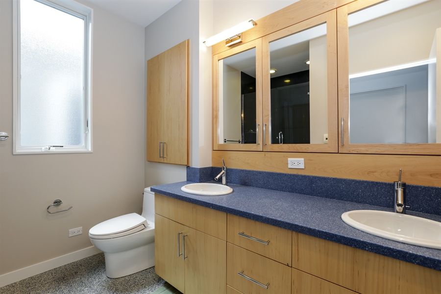 Real Estate Photography - 2757 N. Kenmore Avenue, Chicago, IL, 60614 - Bathroom