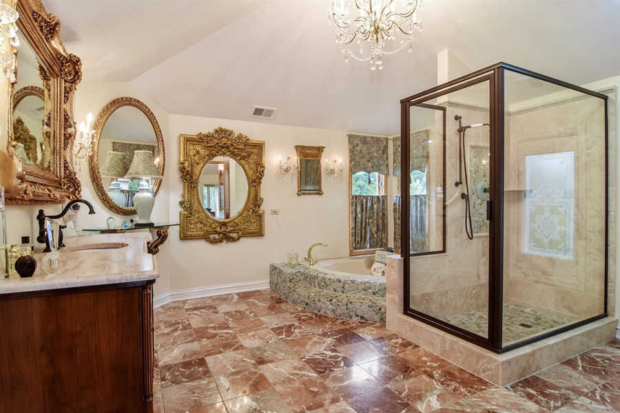 Real Estate Photography - 427 Lauder Ln, Inverness, IL, 60067 - Master Bathroom