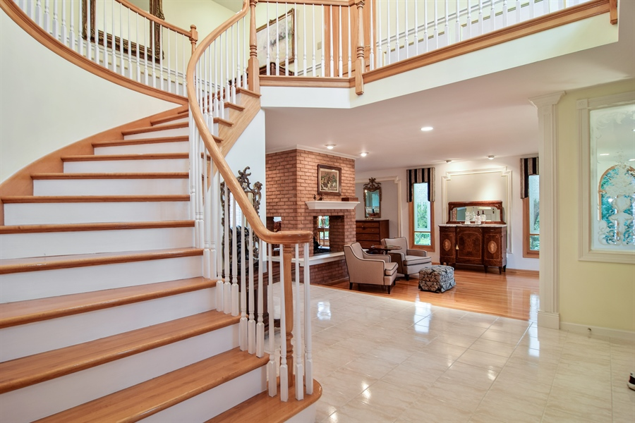 Real Estate Photography - 427 Lauder Ln, Inverness, IL, 60067 - Foyer