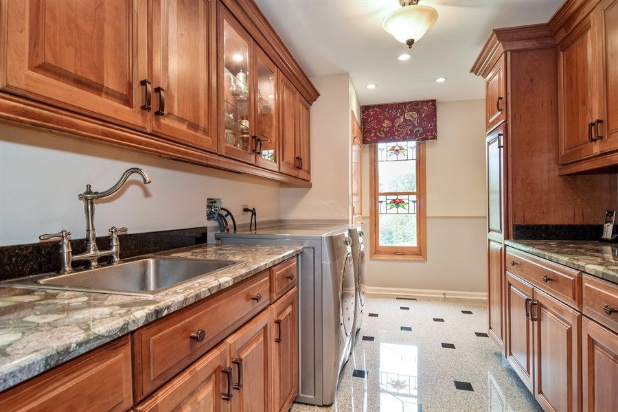 Real Estate Photography - 427 Lauder Ln, Inverness, IL, 60067 - Laundry Room