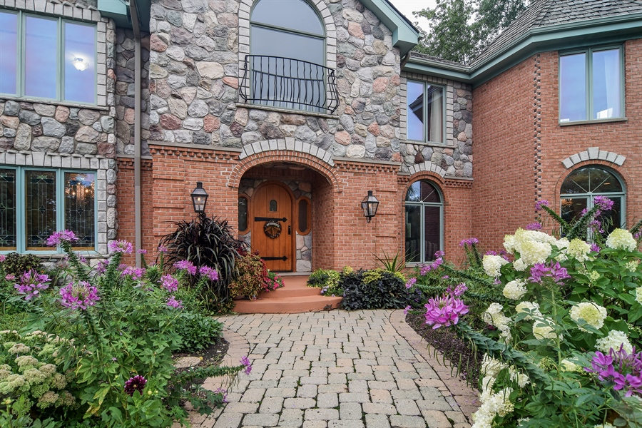 Real Estate Photography - 427 Lauder Ln, Inverness, IL, 60067 - Entryway