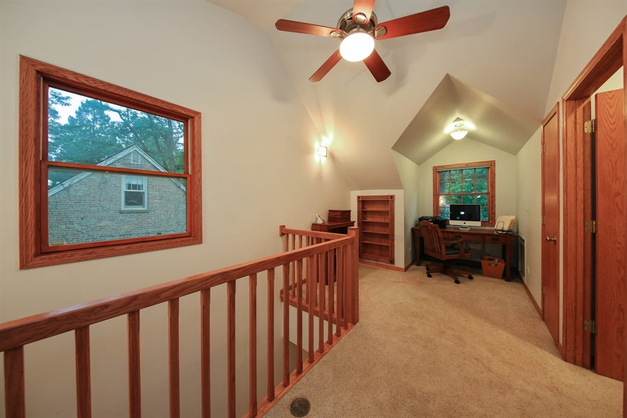 Real Estate Photography - 5629 Brookbank Road, Downers Grove, IL, 60516 - Loft