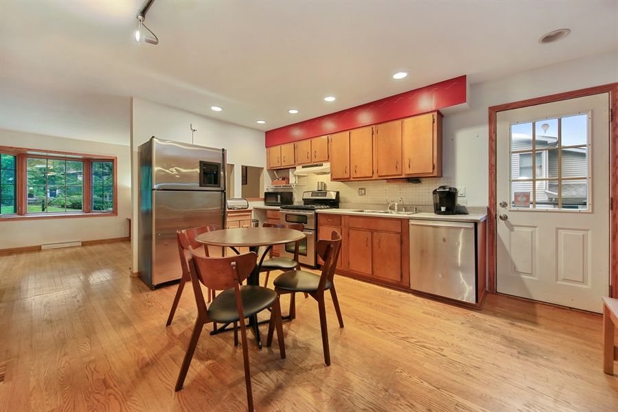 Real Estate Photography - 5629 Brookbank Road, Downers Grove, IL, 60516 - Kitchen