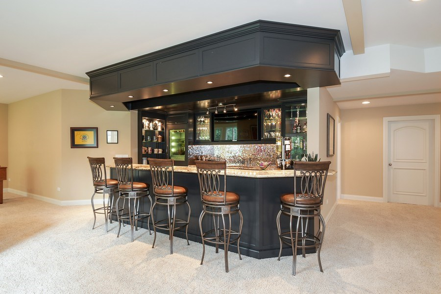 Real Estate Photography - 20961 W. Lakeview Parkway, Mundelein, IL, 60060 - Bar