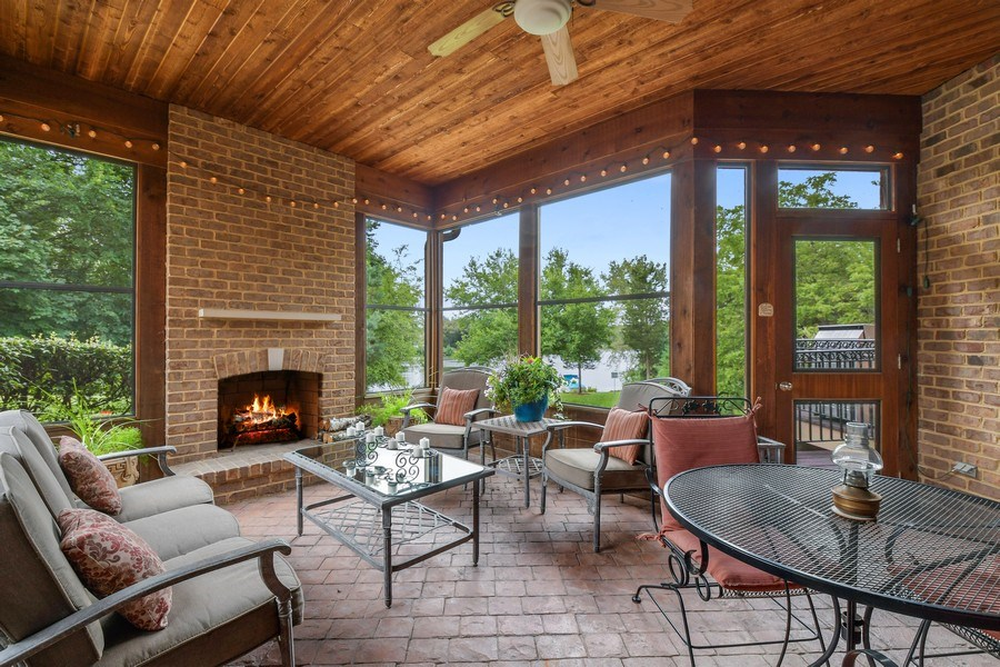 Real Estate Photography - 20961 W. Lakeview Parkway, Mundelein, IL, 60060 - Porch