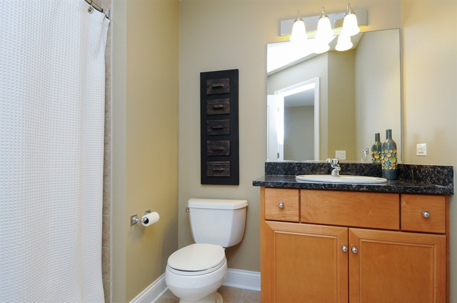 Real Estate Photography - 1909 Alta Vista Court, Naperville, IL, 60563 - 2nd Bathroom