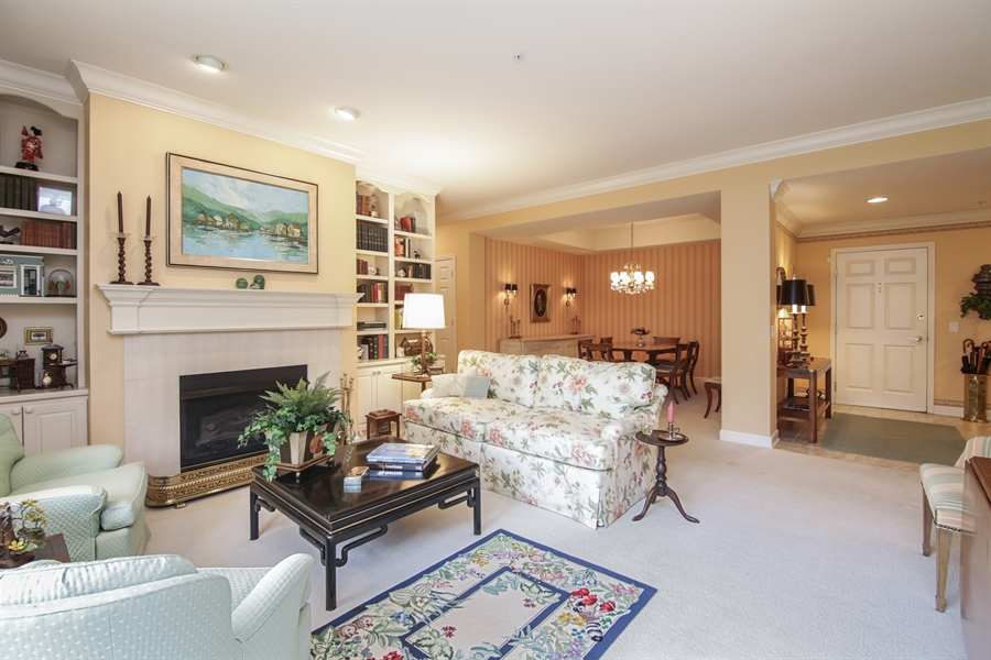 Real Estate Photography - 1875 Old Willow Road, Unit 113, Northfield, IL, 60093 - Living Room