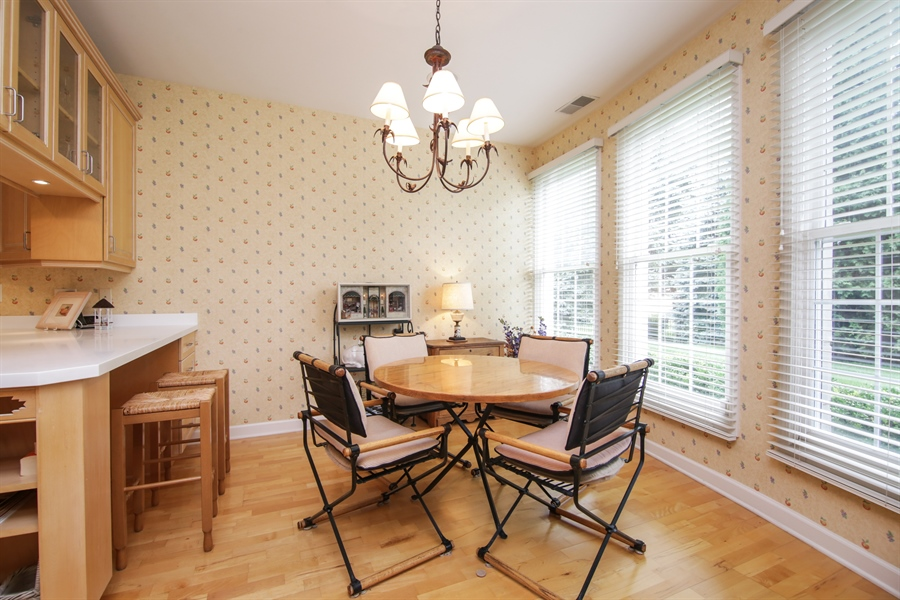 Real Estate Photography - 1875 Old Willow Road, Unit 113, Northfield, IL, 60093 - Kitchen / Breakfast Room