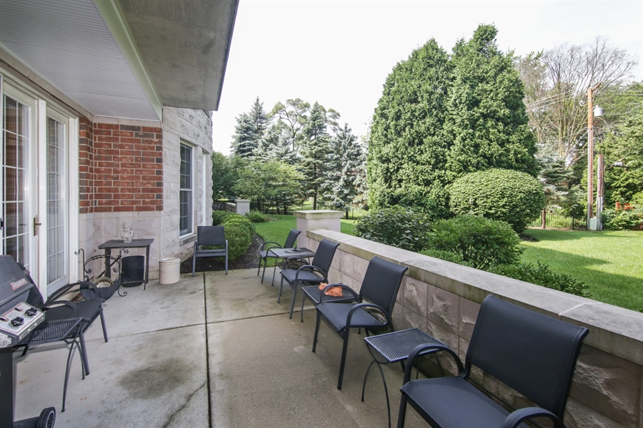 Real Estate Photography - 1875 Old Willow Road, Unit 113, Northfield, IL, 60093 - Back Yard