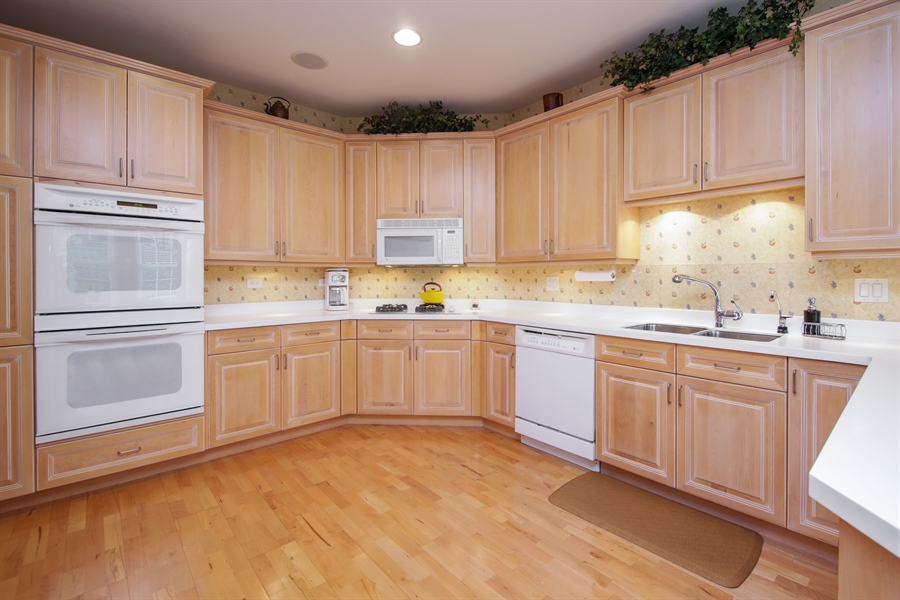 Real Estate Photography - 1875 Old Willow Road, Unit 113, Northfield, IL, 60093 - Kitchen