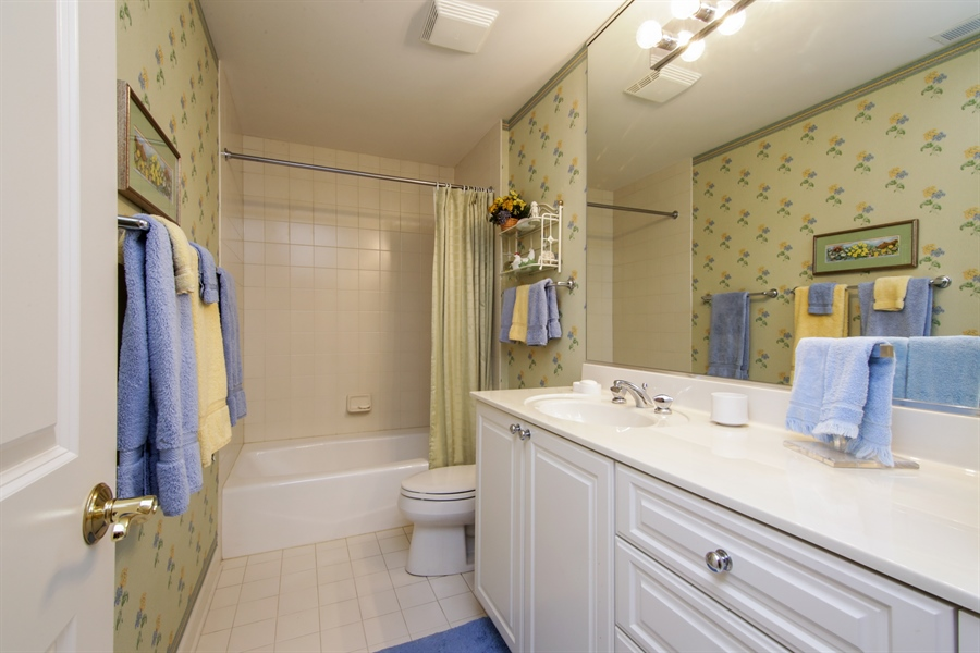 Real Estate Photography - 1875 Old Willow Road, Unit 113, Northfield, IL, 60093 - Bathroom