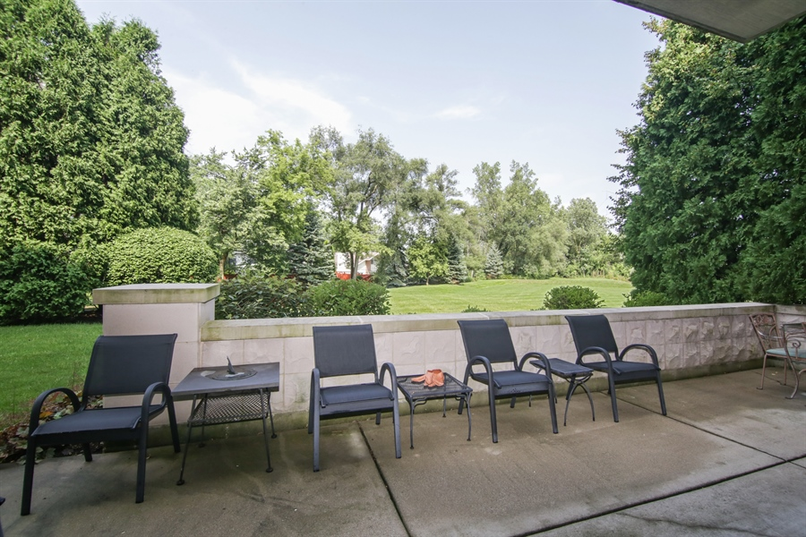 Real Estate Photography - 1875 Old Willow Road, Unit 113, Northfield, IL, 60093 - Patio