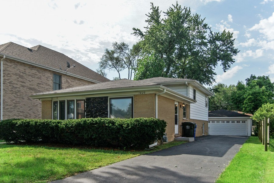 Real Estate Photography - 1625 Greenleaf Avenue, Des Plaines, IL, 60018 - Front View