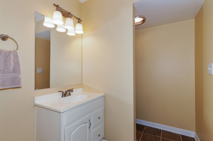 Real Estate Photography - 513 Timber Ridge Drive, Unit 106, Carol Stream, IL, 60188 - Bathroom