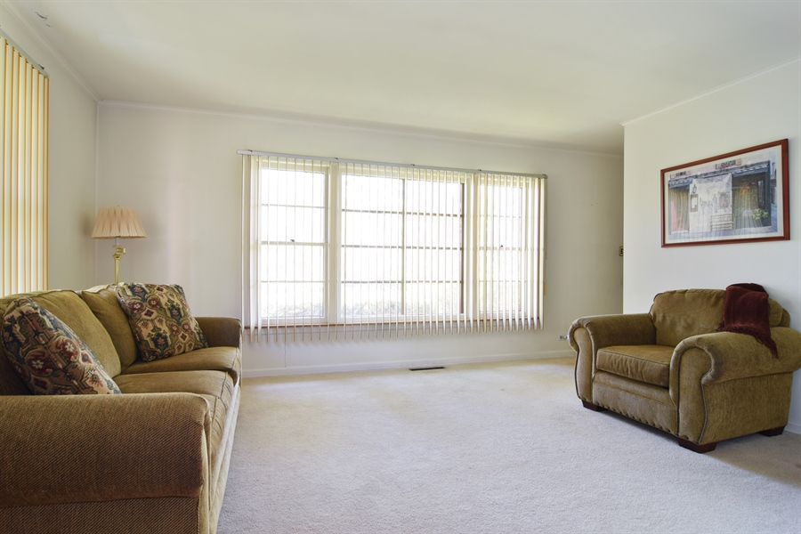 Real Estate Photography - 4088 Garden Avenue, Western Springs, IL, 60558 - Living Room