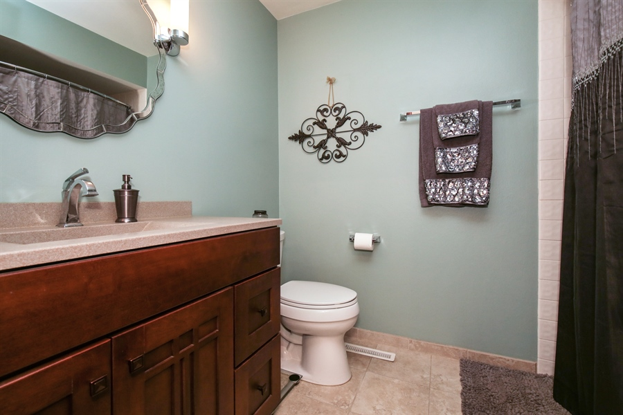 Real Estate Photography - 732 Hillside Court, Algonquin, IL, 60102 - Bathroom