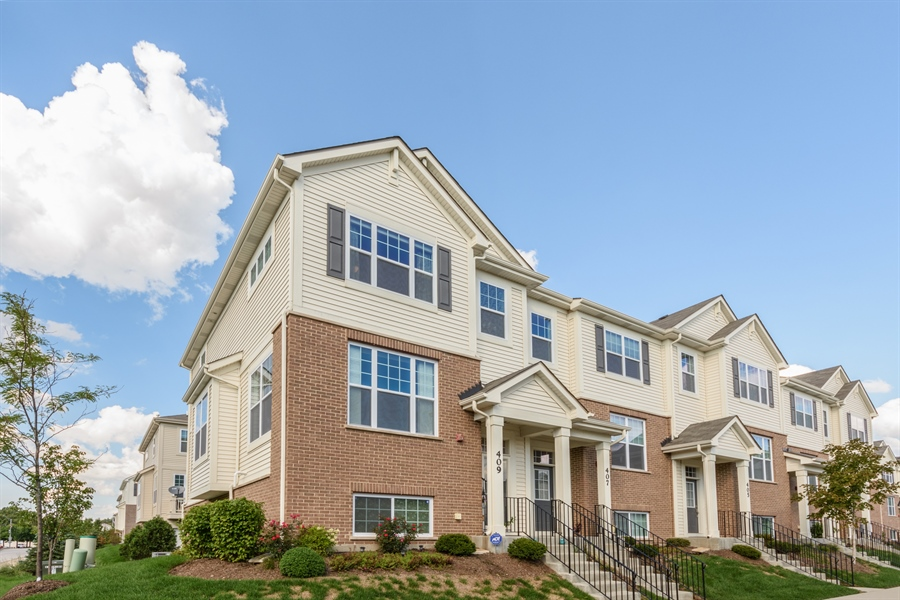 Real Estate Photography - 409 Lexington Lane, Rolling Meadows, IL, 60008 - Front View