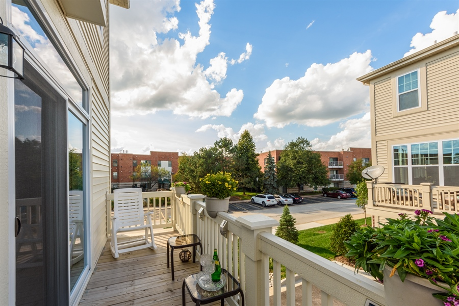 Real Estate Photography - 409 Lexington Lane, Rolling Meadows, IL, 60008 - Balcony