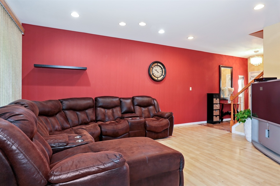 Real Estate Photography - 2106 W. Adobe Drive, Unit 2106, Addison, IL, 60101 - Living Room