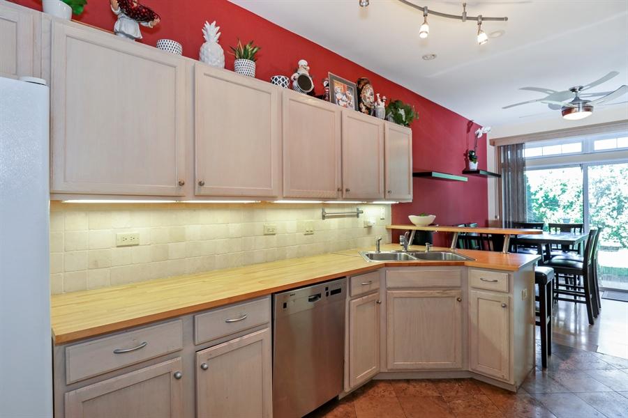 Real Estate Photography - 2106 W. Adobe Drive, Unit 2106, Addison, IL, 60101 - Kitchen
