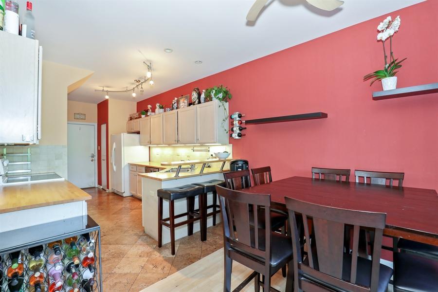 Real Estate Photography - 2106 W. Adobe Drive, Unit 2106, Addison, IL, 60101 - Kitchen / Breakfast Room
