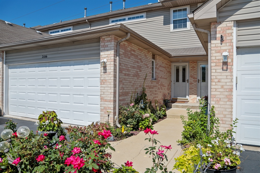 Real Estate Photography - 2106 W. Adobe Drive, Unit 2106, Addison, IL, 60101 - Front View