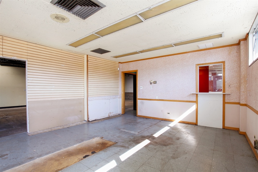 Real Estate Photography - 9148 South Kedzie Ave, Evergreen Park, IL, 60805 - Location 1