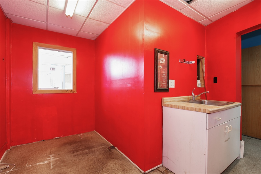 Real Estate Photography - 9148 South Kedzie Ave, Evergreen Park, IL, 60805 - Office