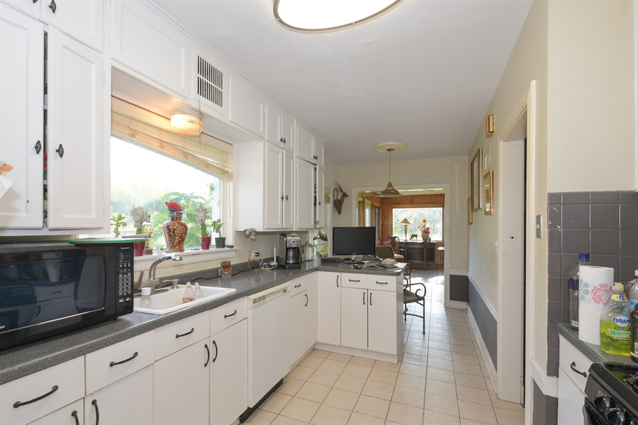 Real Estate Photography - 1555 Half Day Road, Bannockburn, IL, 60015 - Kitchen