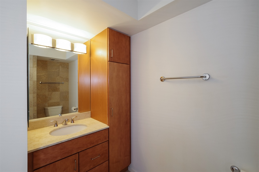Real Estate Photography - 9725 Woods Drive, Unit 518, Skokie, IL, 60077 - Bathroom