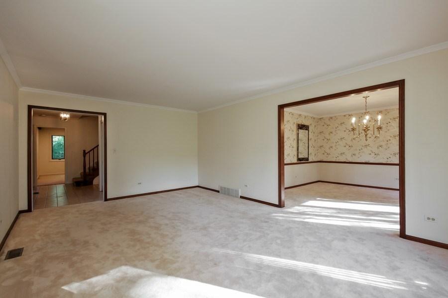 Real Estate Photography - 127 Hidden Oaks Dr, Barrington, IL, 60010 - Living Room