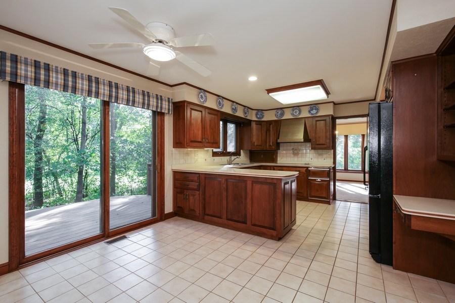 Real Estate Photography - 127 Hidden Oaks Dr, Barrington, IL, 60010 - Kids Bedroom