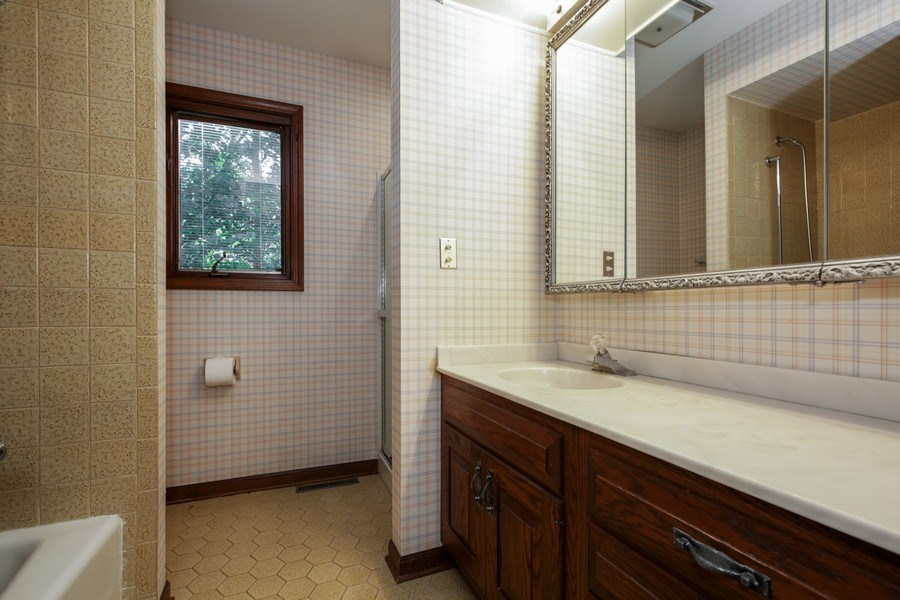 Real Estate Photography - 127 Hidden Oaks Dr, Barrington, IL, 60010 - Bathroom