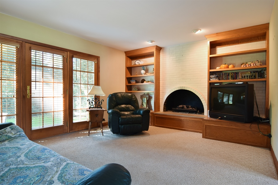 Real Estate Photography - 2 Juniper Road, Rolling Meadows, IL, 60008 - Family Room