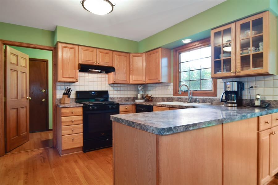 Real Estate Photography - 2 Juniper Road, Rolling Meadows, IL, 60008 - Kitchen