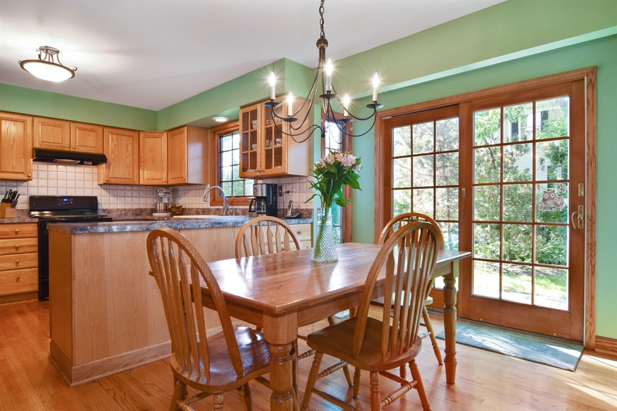 Real Estate Photography - 2 Juniper Road, Rolling Meadows, IL, 60008 - Breakfast Nook