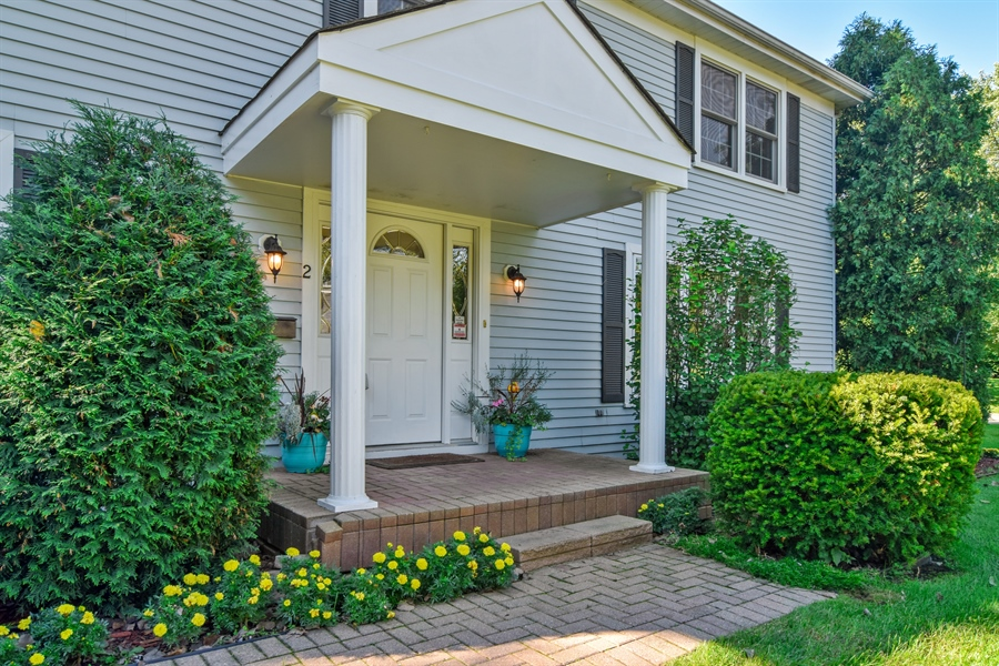 Real Estate Photography - 2 Juniper Road, Rolling Meadows, IL, 60008 - Entryway
